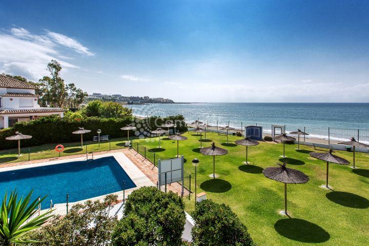 Estepona, Incredible views from this front line apartment for sale in Bahía de Estepona