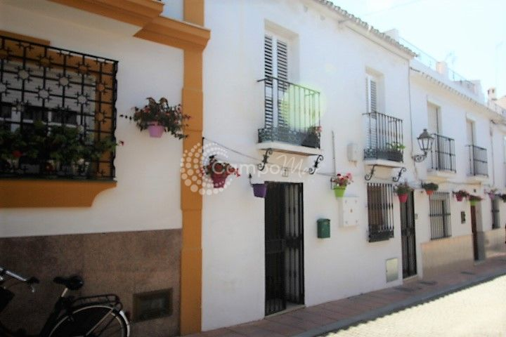 Estepona, Fantastic location in the heart of Estepona Old Town. Close to all amenities and with posssibilty of rental income