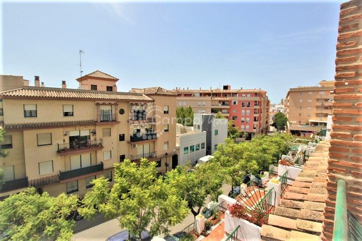 Estepona, Family semi-detached townhouse in the heart of Estepona!!