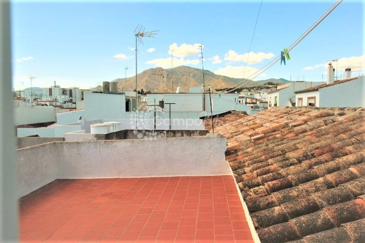 Estepona, Estepona Old Town first floor apartment with private roof terrace