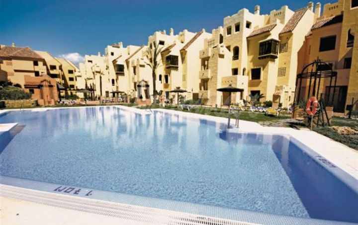 Manilva, Immaculate apartment for sale in Duquesa Village