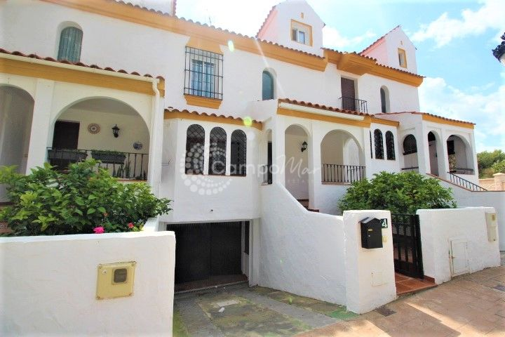 Estepona, Super family town house for sale in Seghers, Estepona