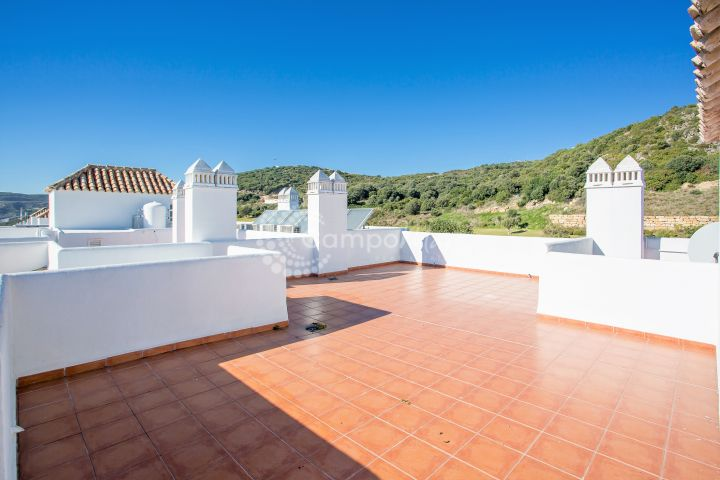 Estepona, Great top floor apartment in great codition with stunning roof terrace for sale