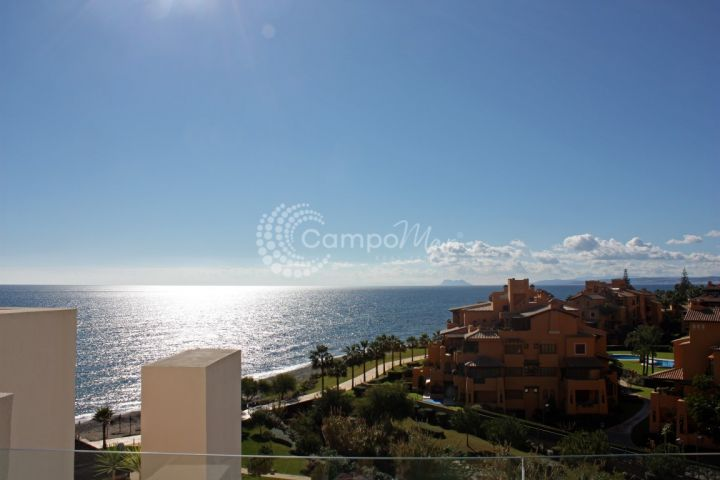 Estepona, Breathtaking views of the sea and Gibraltar from this penthouse for sale in Bahía de la plata