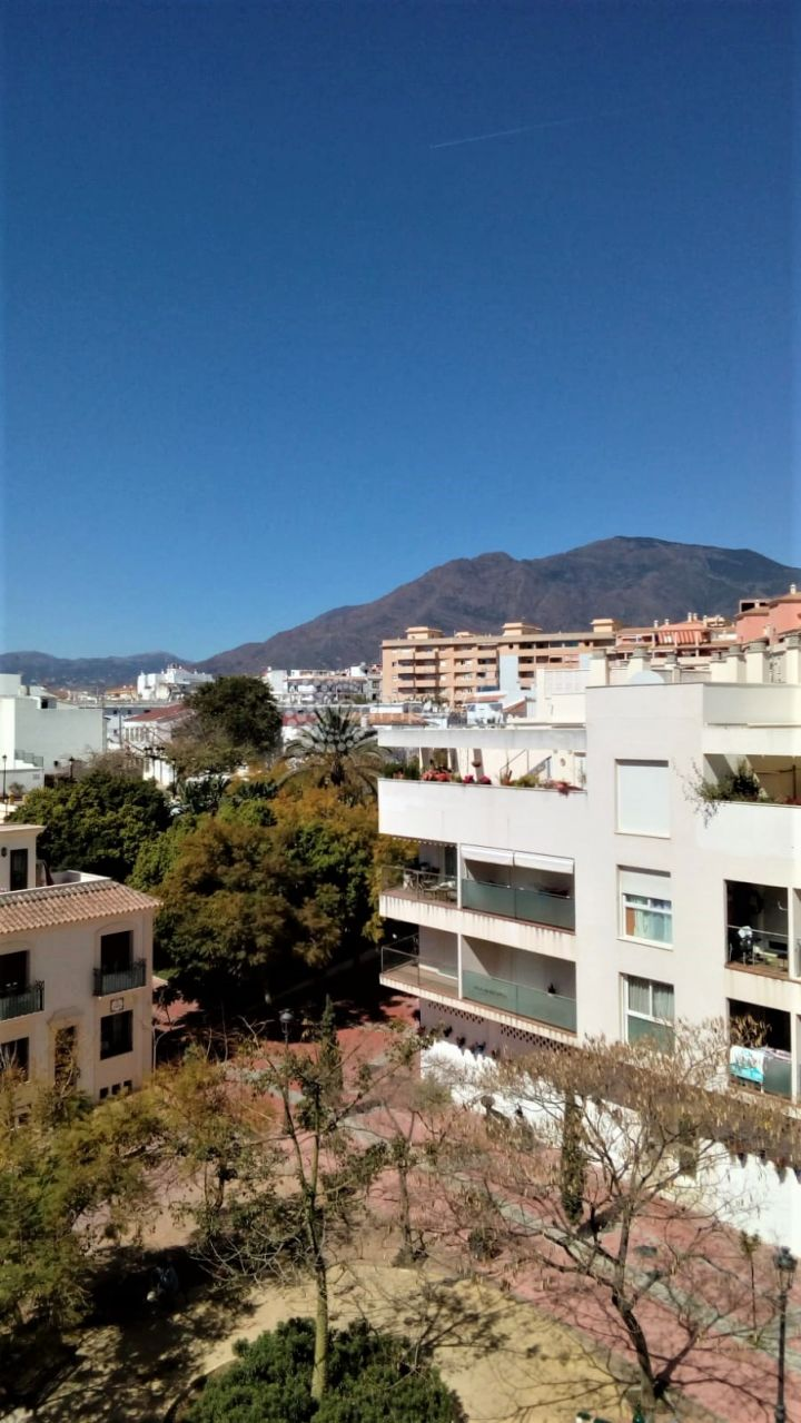 Estepona, Beautiful apartment for sale in Estepona in the first line of beach