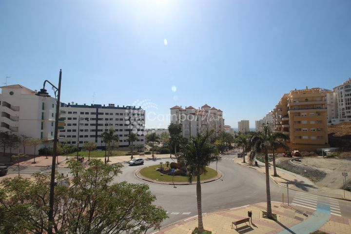 Estepona, Fantastic bright and spacious apartment close to the port of Estepona