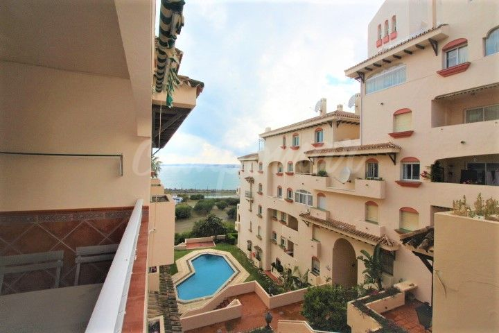 Estepona, Perfect location for this two bed apartment for sale next to El Cristo beach in Estepona