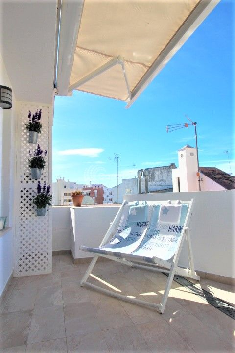 Estepona, Charming Village house located in the heart of Estepona Old town. On one of the pretiest streets in town. Walking distance to all amenities.