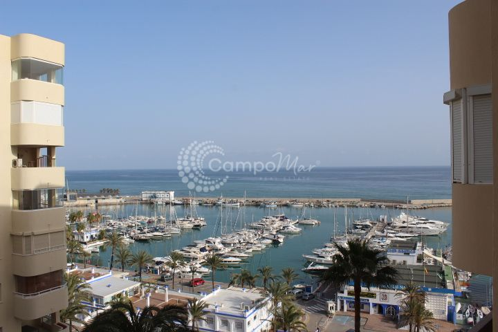 Estepona, Apartment for sale in Puerto Paraiso, popular location in the heart of Estepon´s marina