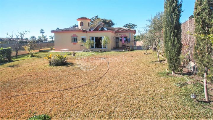 Estepona, Villa for sale in Don Pedro, west side of Estepona.