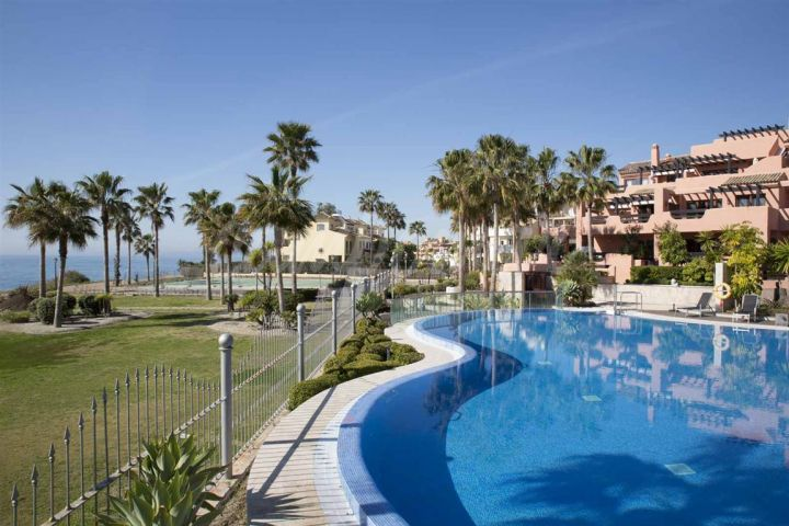 Estepona, Front line apartment for sale in Mar Azul, Estepona