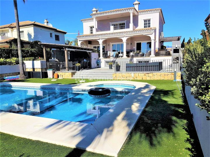 Estepona, Stunning Villa with panoramic views to the sea in Seghers, Estepona
