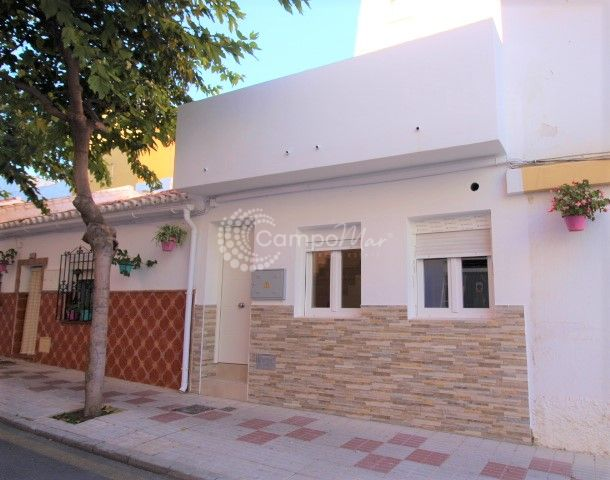 Estepona, Beautiful town house just a few metres away from the beach for sale in Estepona