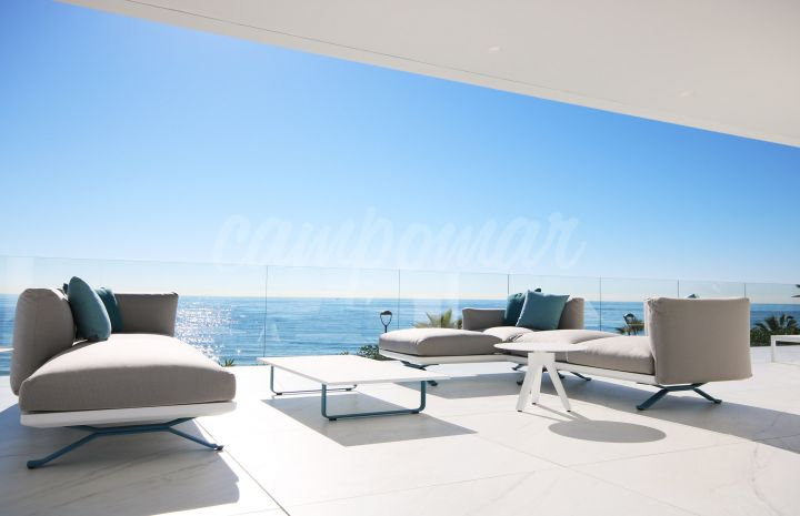 Estepona, 28 amazingly large 3 & 4 bedroom residences on the front line of the Mediterranean Sea.