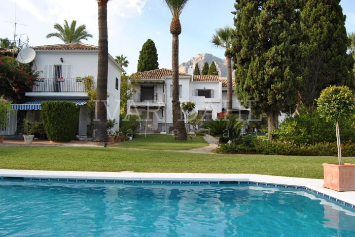 Semi-detached house for sale in Camojan, Marbella, Sierra Blanca area.