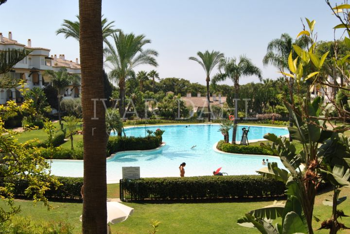 Apartment in Hacienda Nagueles 1, Golden Mile Marbella. East facing ground floor apartment in walking distance to beach and amenities