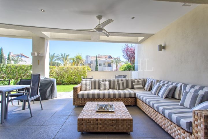 Urb. ImaraGolden Mile, MarbellaSpacious luxury groundfloor apartment. South facing and private. Close to Marbella center, Puerto Banus and the beach.Living and dining area with fireplace and high ceilings, open plan fully fitted modern kitchen.