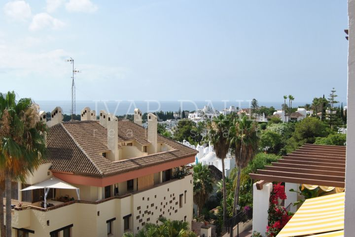 Duplex apartment for sale in Coto Real II, Lomas del Marbella Club, Marbella