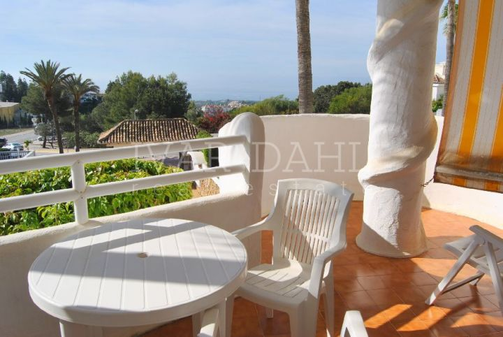 Apartment in Urb. Sitio de Calahonda, Mijas-Costa with sea views