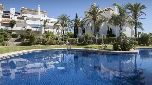 Penthouse for sale in Los Monteros Playa, Marbella East