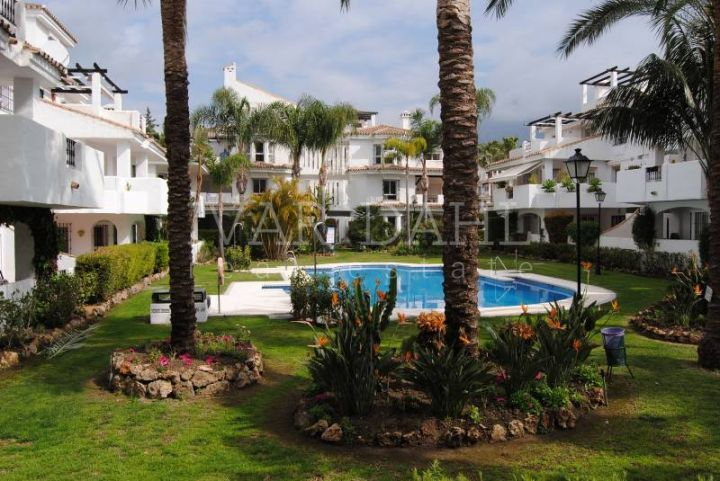 Apartment for sale in Los Naranjos de Marbella, Nueva Andalucia