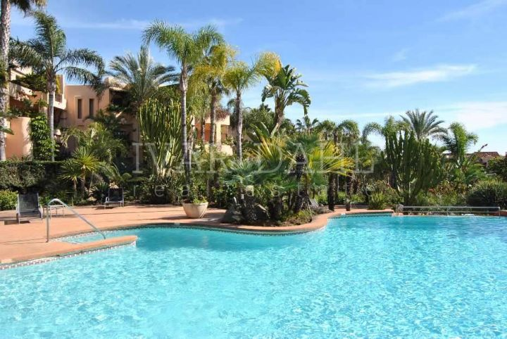 Apartment for sale in Mansion Club, Marbella Golden Mile