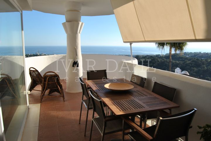 Penthouse for sale in Calahonda, Mijas Costa, with panoramic sea views