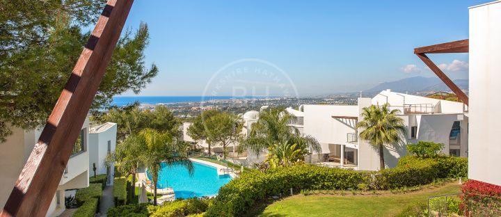 Quality villa with sea views in a prestigious and consolidated community on the Golden Mile