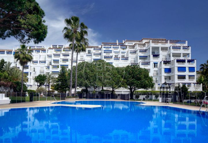 Spacious apartment in a beachfront complex in Puerto Banús