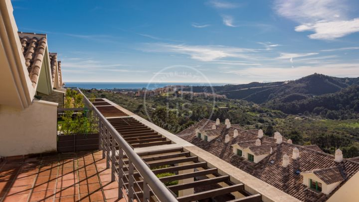 Сontemporary penthouse with sea and mountain views in Cataleya, on the New Golden Mile
