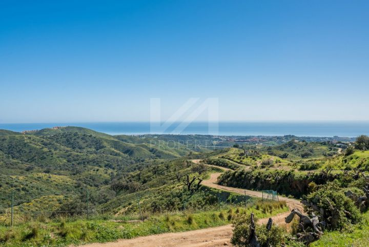 Impressive Cortijo with 13-hectares of private land, panoramic sea views, and just a 15-minute drive to the beach in Hacienda Las Chapas, Marbella East.