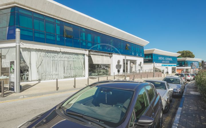 Impressive commercial premises with restaurant and bar license 700-meters from the beach in Puerto Banús.