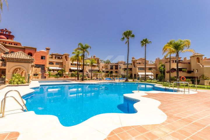 Properties for sale in La Cartuja del Golf, Estepona