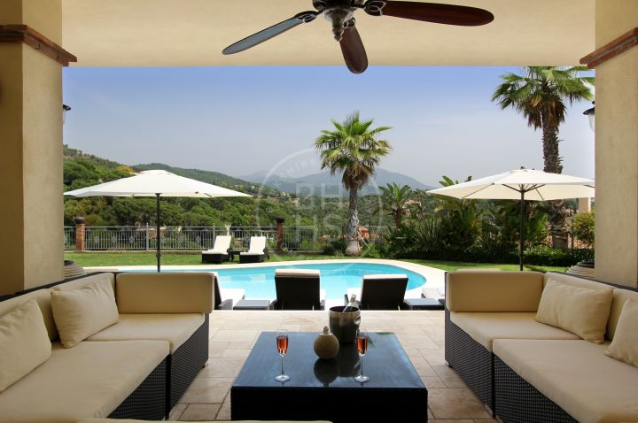 Modern Andalusian-style villa with panoramic views in El Madroñal