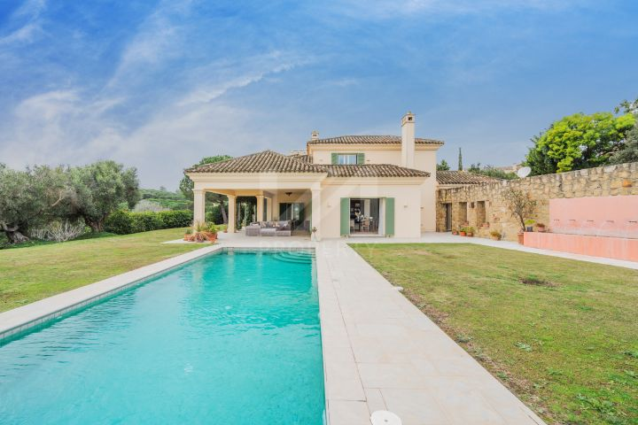 Wonderful family villa set on an extensive plot in a privileged location in Sotogrande
