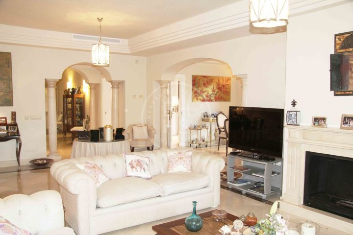 Perfectly maintained semi-detached villa in La Alzambra, a top class complex next to Puerto Banús