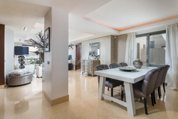Immaculate fully furnished ground-floor apartment in golf area