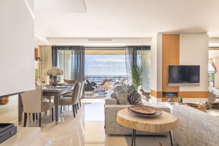 Fully refurnished beachfront penthouse next to Puerto Banús