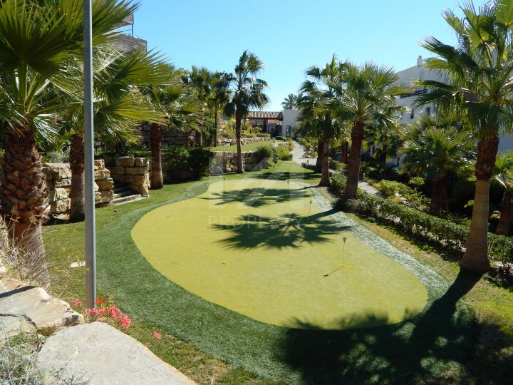 Brand-new contemporary penthouse in Los Flamingos Golf