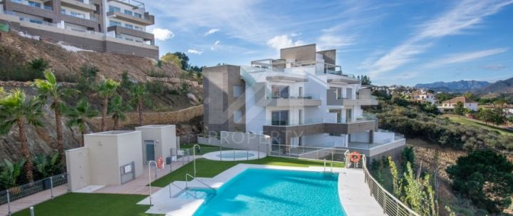 Modern off-plan front line golf apartment built to top specifications in Mijas Costa