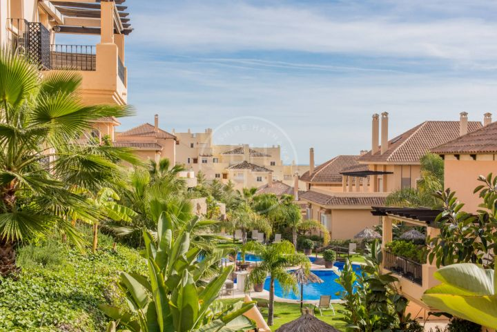 Large elevated corner ground-floor apartment in a sought-after luxury complex in the Golf Valley