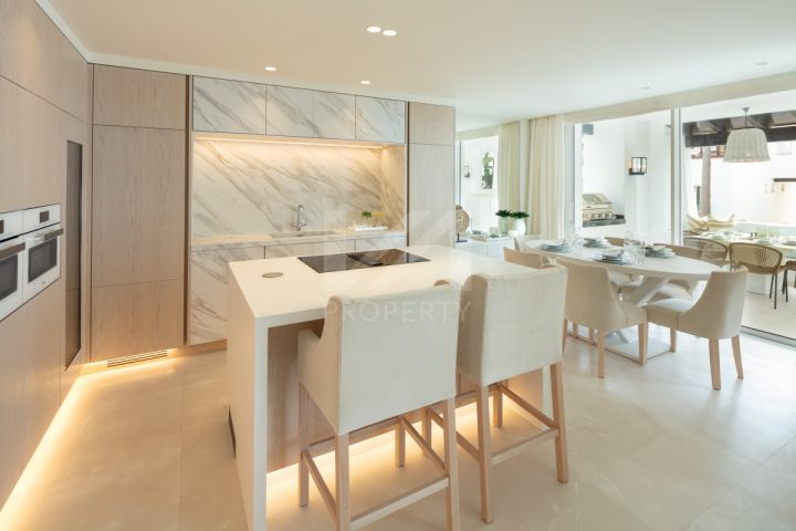 Stunning fully renovated apartment in the exclusive beachfront community of Marina Puente Romano, Marbella's Golden Mile