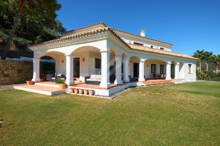 Traditional-style villa surrounded by nature in Monte Mayor, Benahavís