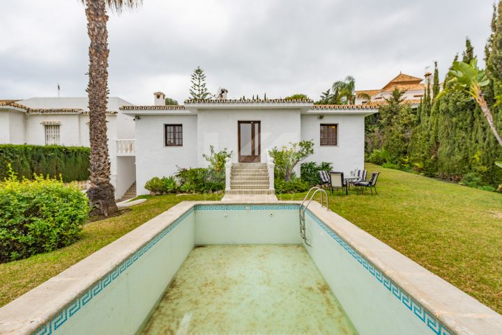 Family villa with lots of potential on the New Golden Mile