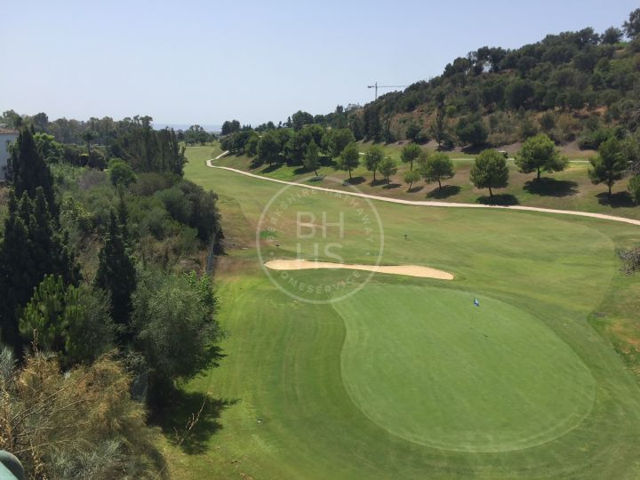 Front line golf residential plot in Capanes, La Alquería