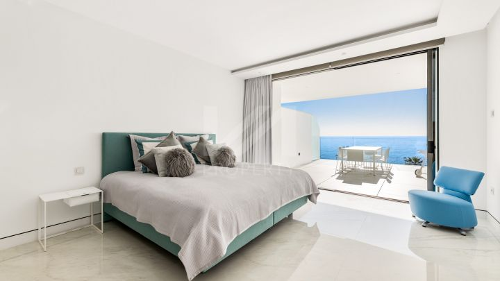Brand-new beachfront apartment on the New Golden Mile