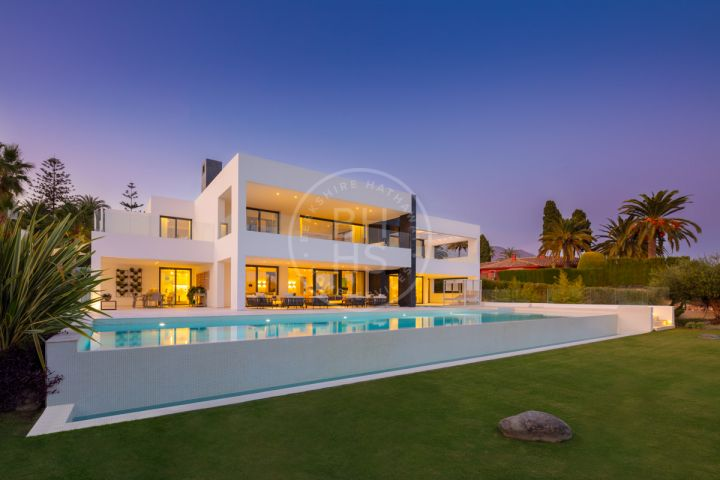 Magnificent brand new first line golf estate in Las Brisas, Nueva Andalucia.