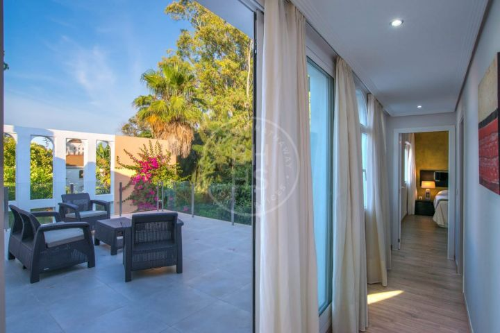 Contemporary villa next to Las Brisas golf course, in the heart of the Golf Valley