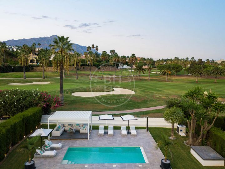 Villas for sale in Los Naranjos Golf, Nueva Andalucia