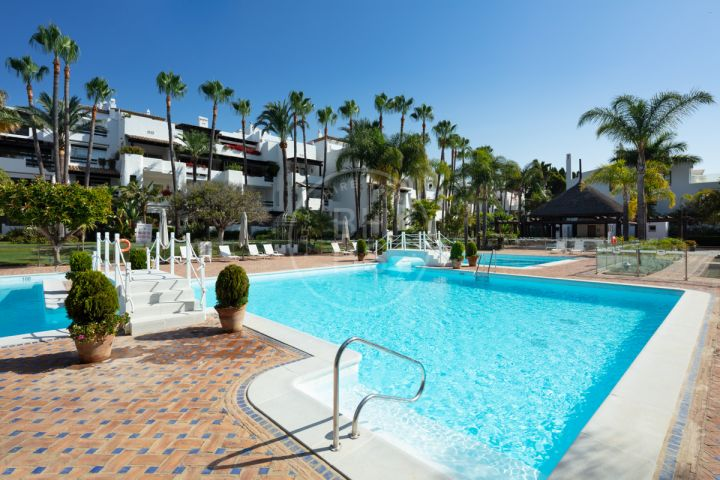 Stunning fully renovated duplex penthouse in the heart of the exclusive beachfront complex of Marina Puente Romano, Marbella's Golden Mile
